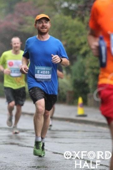 joaquin viquez jogging at the oxford 2019 half marathon