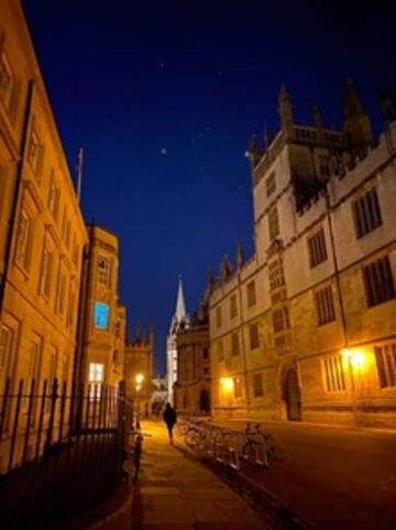 night walks around quiet oxford
